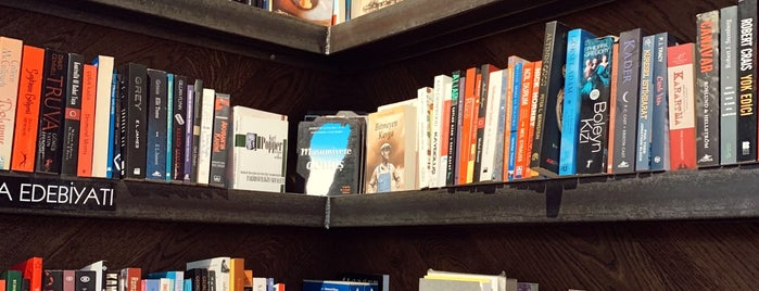 Read &Rest Bookstore -Cafe is one of Lugares guardados de Ceren.