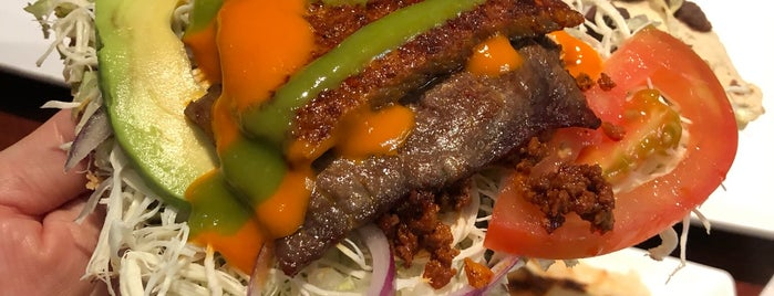 Tlayuda L.A. Mexican Restaurant is one of Orte, die Karl gefallen.
