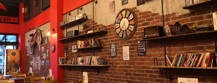 Coi Deluxe Pizza & Wine House is one of Tempat yang Disukai salih.