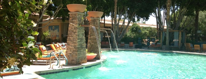 Pool at FireSky Resort & Spa is one of Posti che sono piaciuti a Carter.