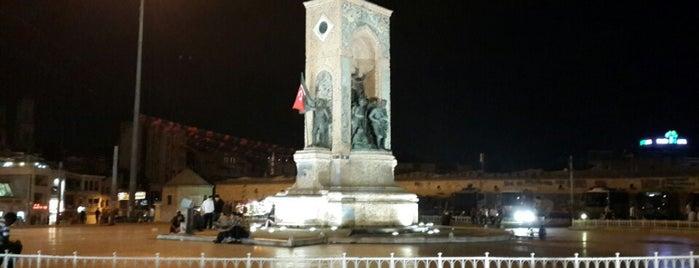Taksim Meydanı is one of Türkiye'de En Çok Check-in Yapılan Mekanlar.