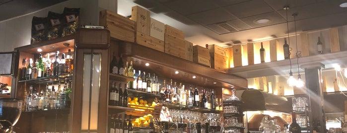 Gino's Restaurant is one of Orte, die Donna gefallen.