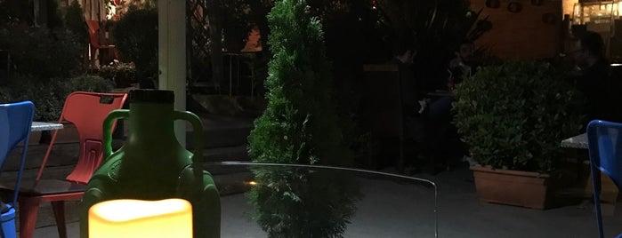 Cafe Botanic is one of İstanbul Caffe.