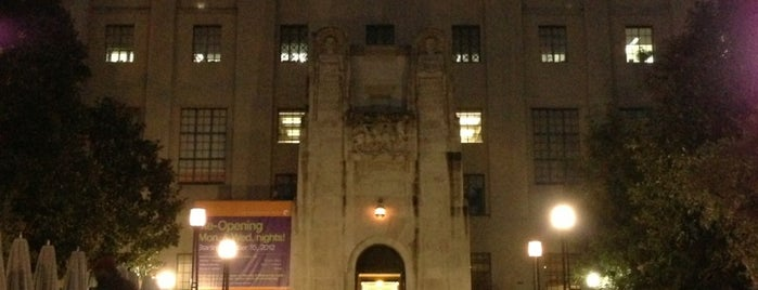 Los Angeles Public Library - Central is one of Great Buildings.