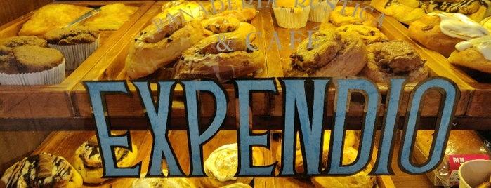 Rin Tin Tin Café is one of Locais salvos de Karen 🌻🐌🧡.