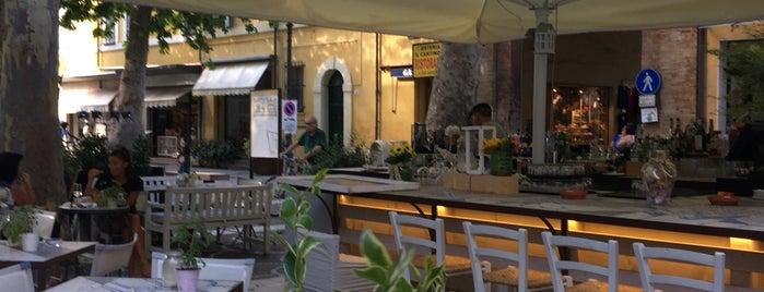 Vecchia Pescheria is one of สถานที่ที่ Mik ถูกใจ.