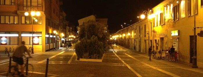 Corso Manthoné is one of สถานที่ที่ Cri ถูกใจ.
