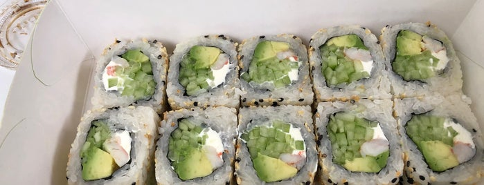 Sushi Roll Oasis is one of Lugares favoritos de Angie.