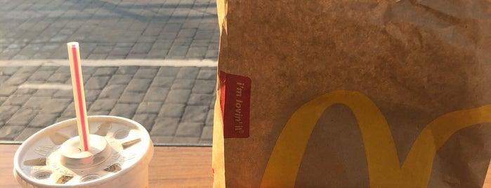 McDonald's is one of Orte, die Chris gefallen.