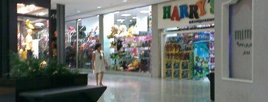 Shopping Bougainville is one of Shoppings de Goiânia.