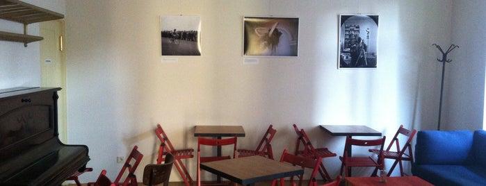Café Lajka is one of Kde si pochutnáte na kávě doubleshot?.
