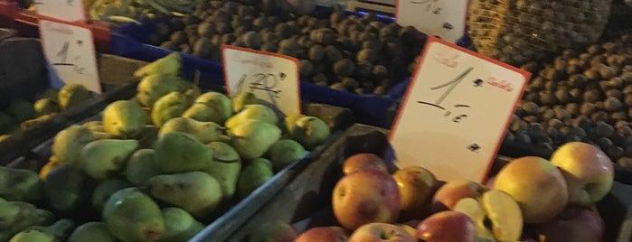 Nakts tirgus (Ziedi, Augļi, Darzeņi)I Night Market is one of Orte, die Alisa gefallen.