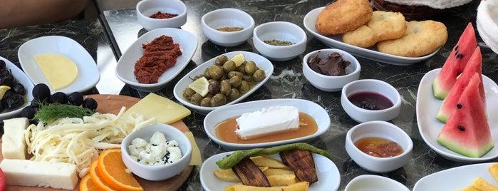 Soylu Künefe & Katmer & Kahvaltı is one of Aslı'nın Kaydettiği Mekanlar.