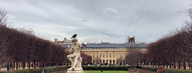 Jardín Del Palacio Real is one of Les parcs et jardins accessibles aux chiens.