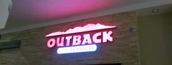 Outback Steakhouse is one of Lugares recomendados.