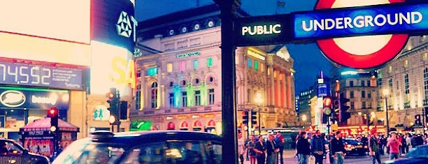 Piccadilly Circus is one of Inglaterra.