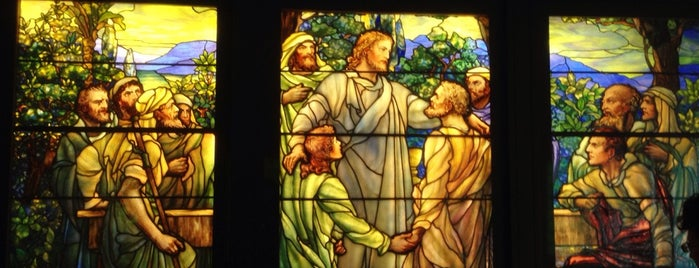Richard H. Driehaus Gallery of Stained Glass is one of Chicago food.
