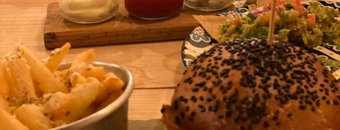 Bonita Burgers is one of Tulum Nisan 2019.