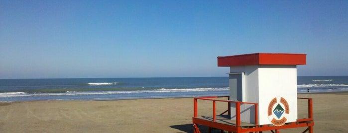 Playa de Pinamar is one of Lugares favoritos de Maru.