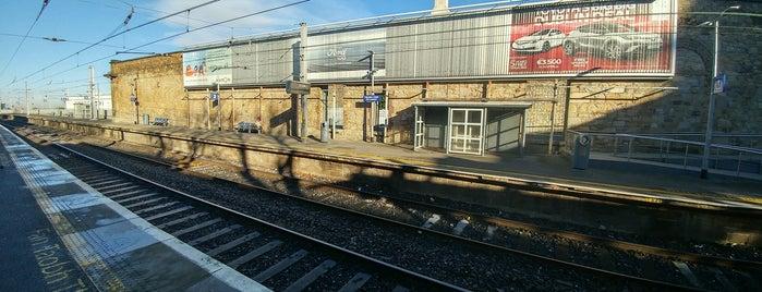 Dún Laoghaire Mallin Railway Station is one of สถานที่ที่ Kate ถูกใจ.