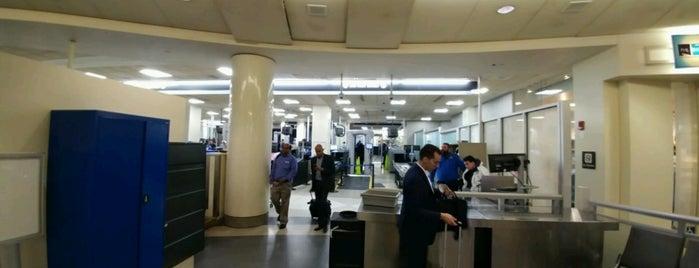 TSA Security Checkpoint B is one of สถานที่ที่ Ethan ถูกใจ.