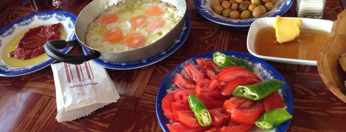 Çınaraltı Cafe & Köy Kahvaltısı is one of Çannakkale Küçükkuyu Gidilecek Mekanlar.