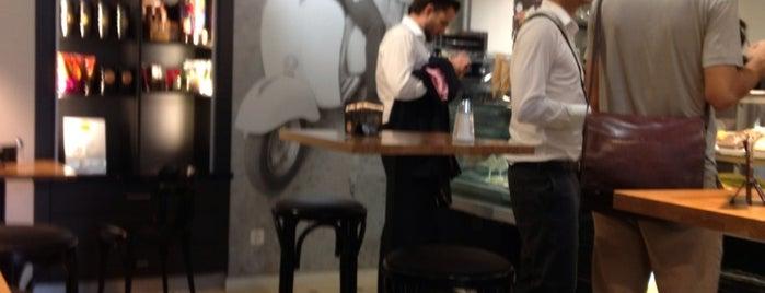 Caffè Spettacolo is one of Roadretro 님이 좋아한 장소.