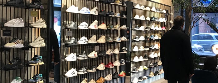 adidas Originals Flagship is one of สถานที่ที่ Erik ถูกใจ.