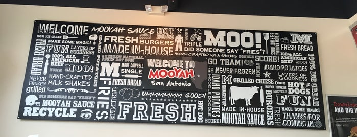 MOOYAH Burgers, Fries & Shakes is one of Lugares guardados de Kim.