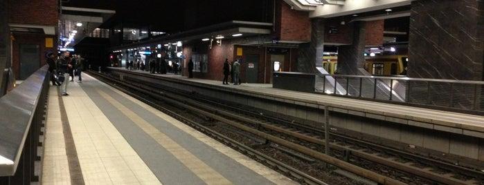 Bahnhof Berlin Gesundbrunnen is one of Bahnhöfe besucht !.