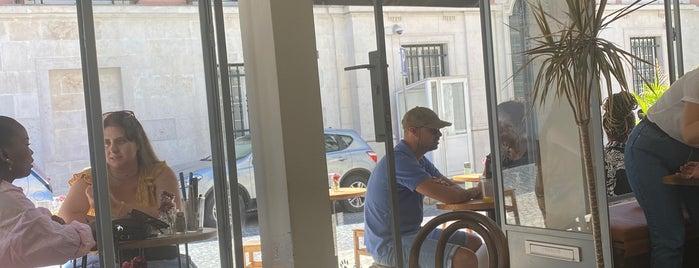 Heim Cafe is one of Lissabon.