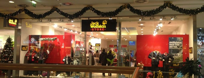 Jack Wolfskin Store is one of Locais curtidos por Sibel.
