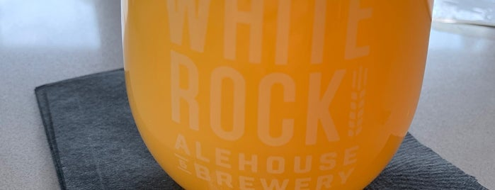 White Rock Alehouse & Brewery is one of Lieux qui ont plu à Tammy.