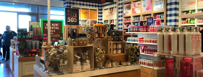 Bath & Body Works is one of Lugares favoritos de Lovely.