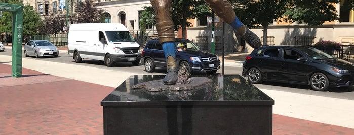 Ron Santo Statue by Lou Cella is one of Locais salvos de Rob.