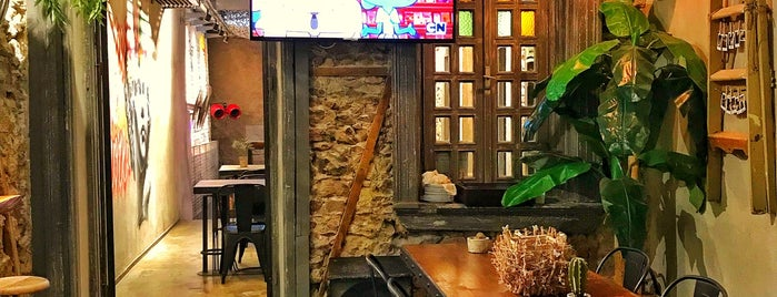HiP. Craft Bar & Artisan Cafe is one of İzmir İzmir.