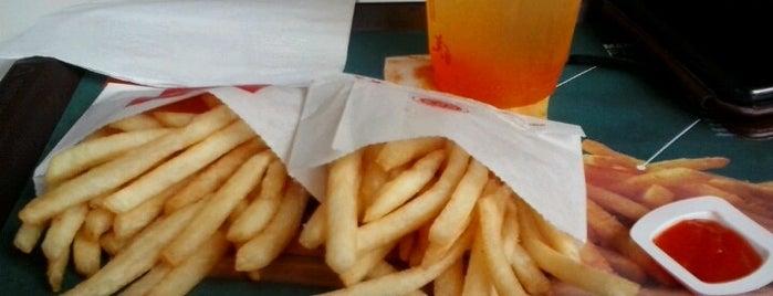 McDonald's is one of Tempat yang Disukai Ammyta.