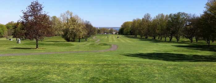 Clearview Park Golf Course is one of Jasonさんのお気に入りスポット.