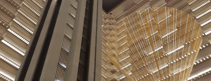 Hyatt Regency Atlanta is one of Locais curtidos por Dave.