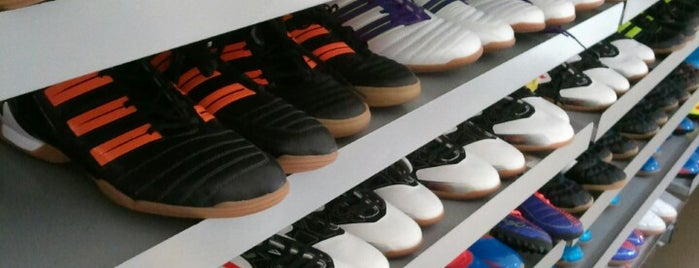 Adidas Outlet Store is one of Suさんのお気に入りスポット.