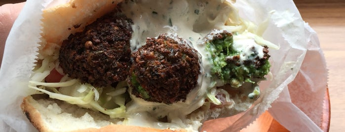 Taïm Mobile Falafel & Smoothie Truck is one of food truck NY.