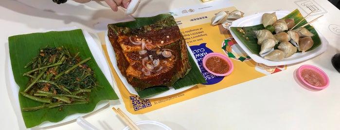 Chomp Chomp Hai Wei Yuan Seafood BBQ is one of Singapore.