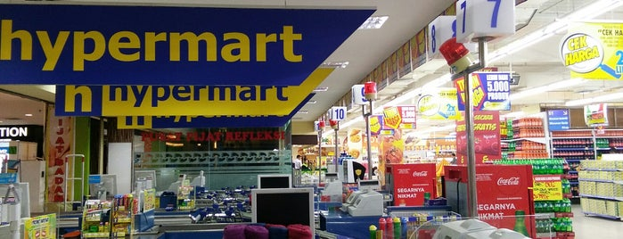 Hypermart is one of Deviさんのお気に入りスポット.