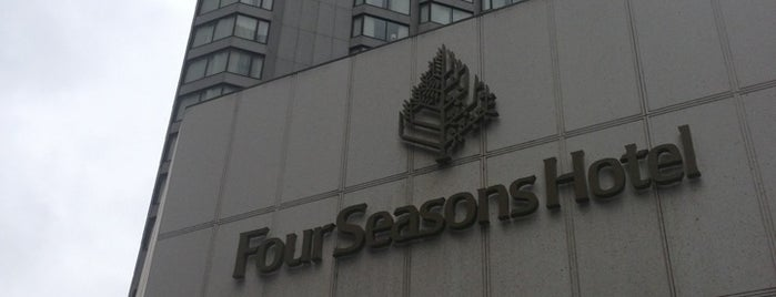 Four Seasons Hotel Vancouver is one of Lieux qui ont plu à Amanda.