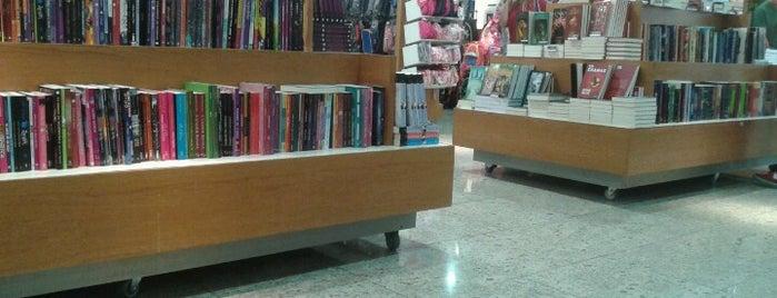 Livrarias Curitiba is one of Locais curtidos por Káren.