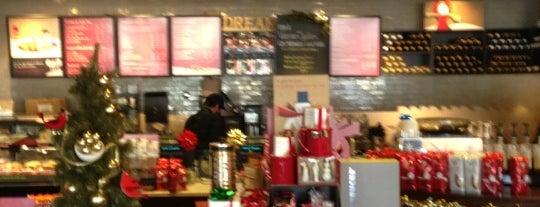 Starbucks is one of Tempat yang Disukai Andrii.