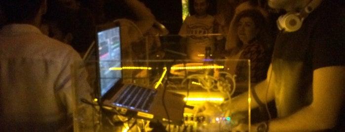 Kafe Pi HQ is one of Zero Dağıtım Noktaları: Gece & Müzik.