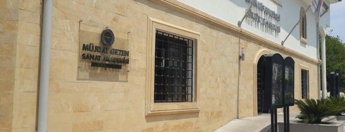 Mujdat Gezen Sanat Akademisi is one of Aysun'un Kaydettiği Mekanlar.
