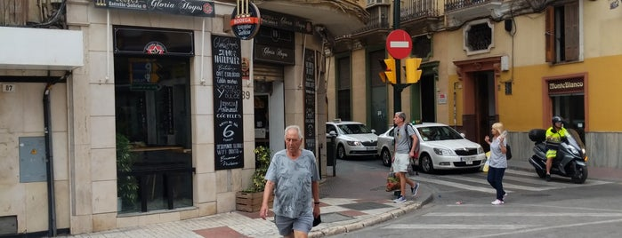 Gloria Hoyos Café Bar is one of Por probar.