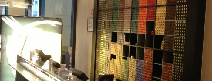 Nespresso Boutique is one of Locais curtidos por Katia.